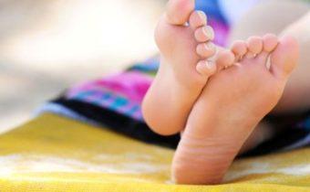 сильно потеют ноги и пахнут, что делать?