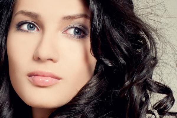 Как подобрать идеальный цвет волос для серых глаз?